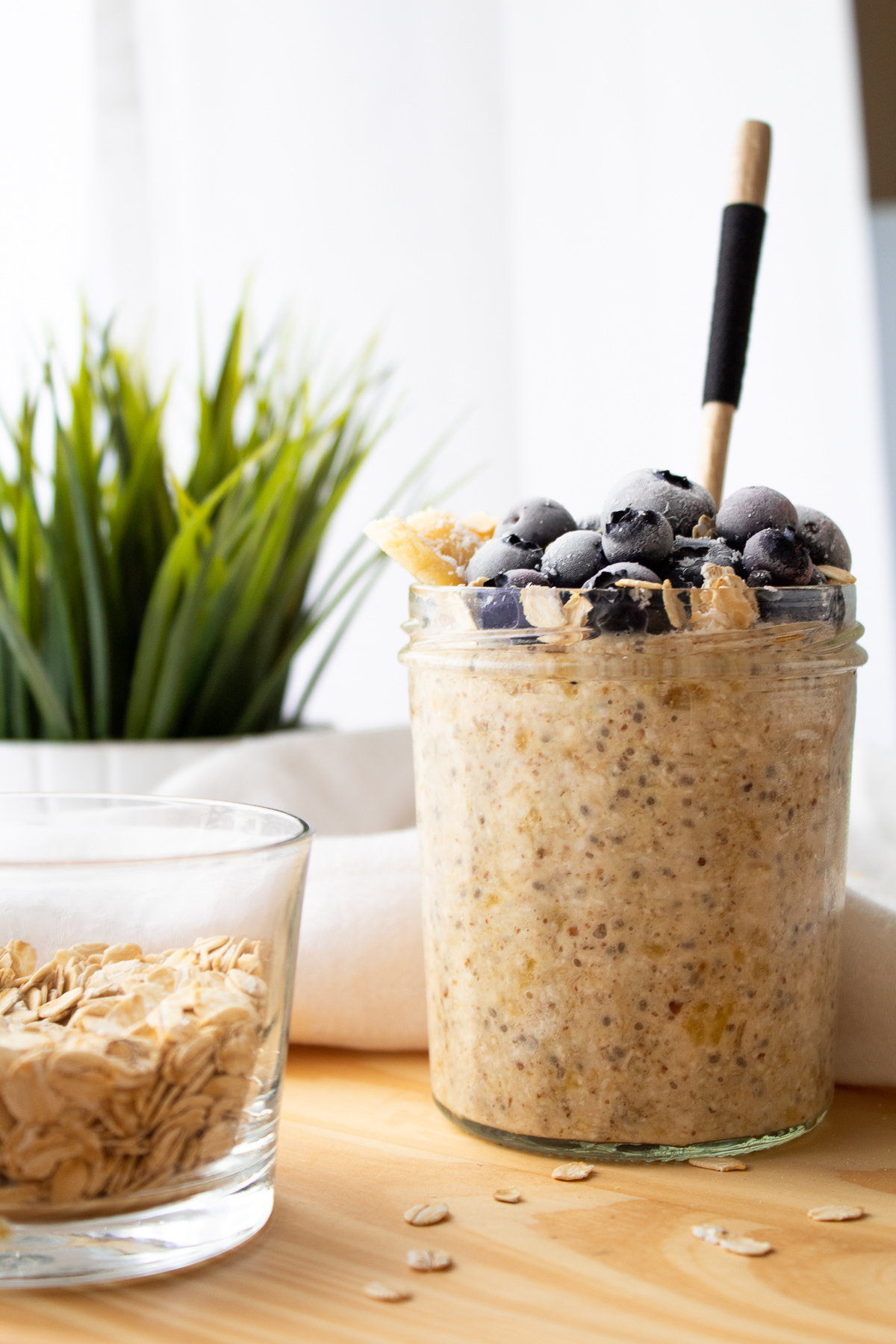 Healthy vegan overnight oats