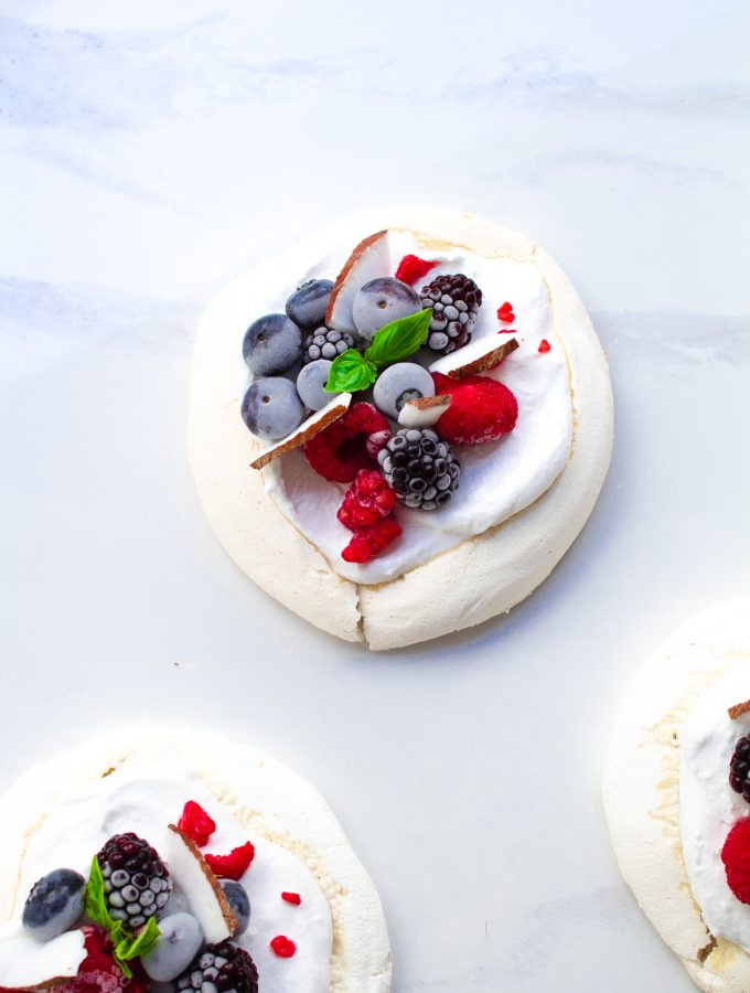 vegan pavlova with berries and coconut