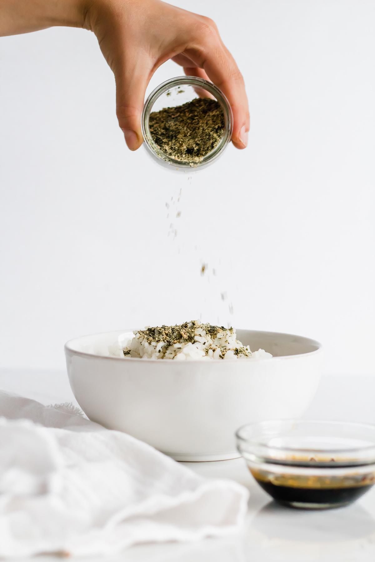 furikake-seasoning-on-white-rice